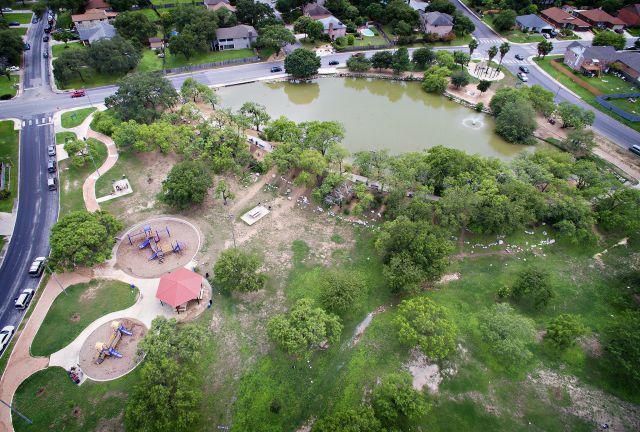 Heritage duck pond park the city of san antonio for Fishing ponds in san antonio