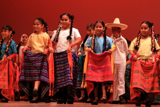 Children dancing folklorico style