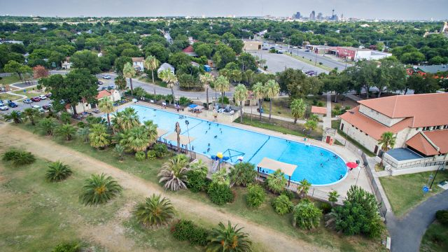 Woodlawn lake park the city of san antonio official city website City of san antonio swimming pools