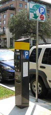 are parking meters free on weekends in san antonio