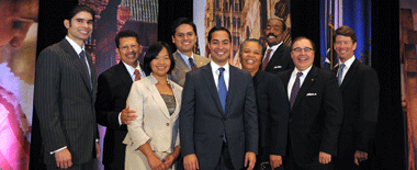 Mayor taking a group picture at 2012 United State of the City